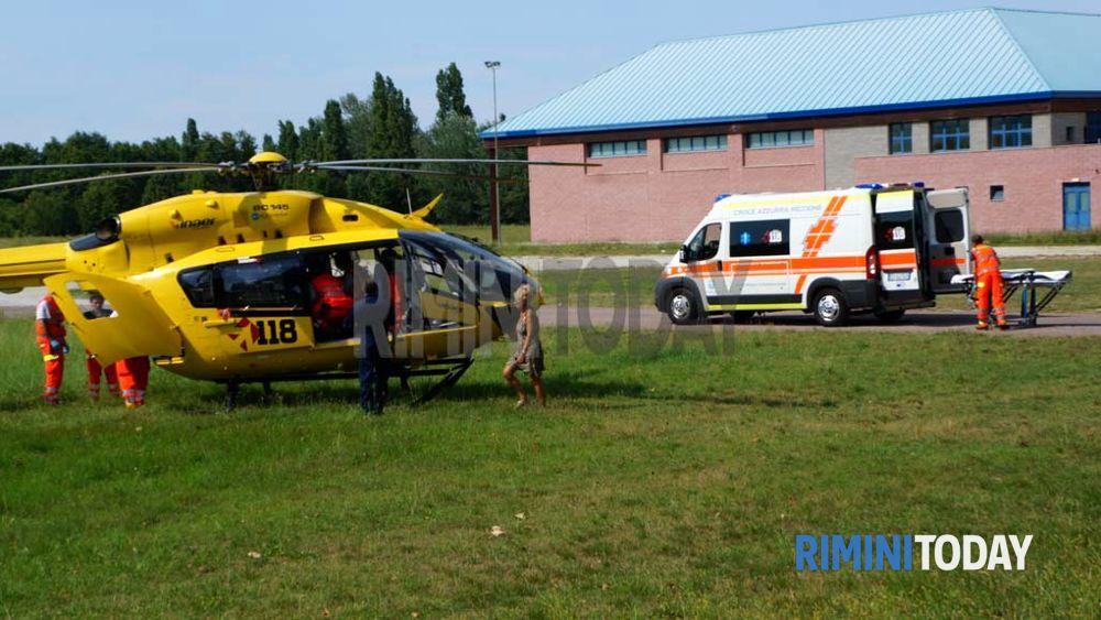 Elicottero E Ambulanza : Ambulanza elicottero incidente via piaggia bellaria