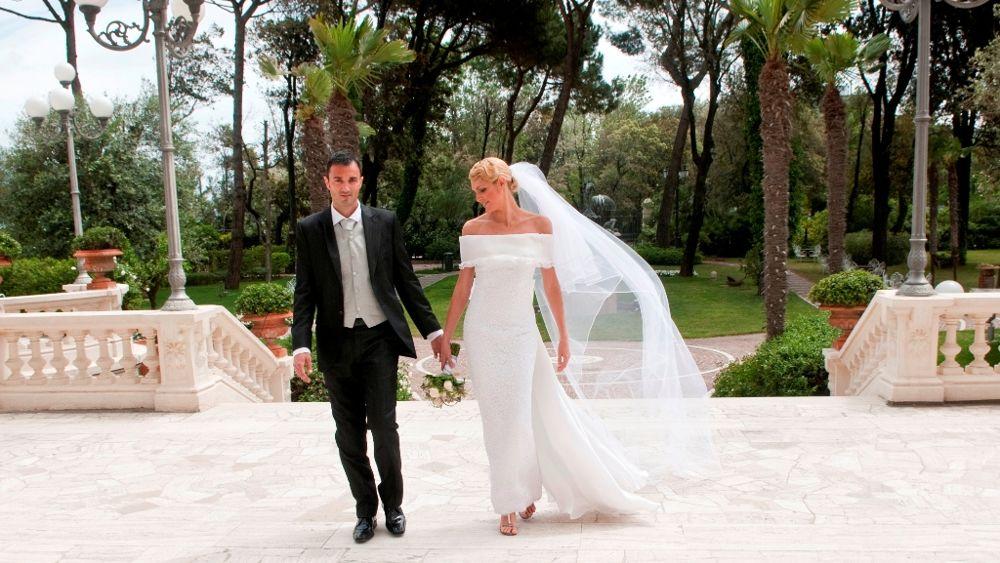 Matrimonio Natalizio Enzo Miccio : Quot missione spose enzo miccio arriva a rimini con un tir
