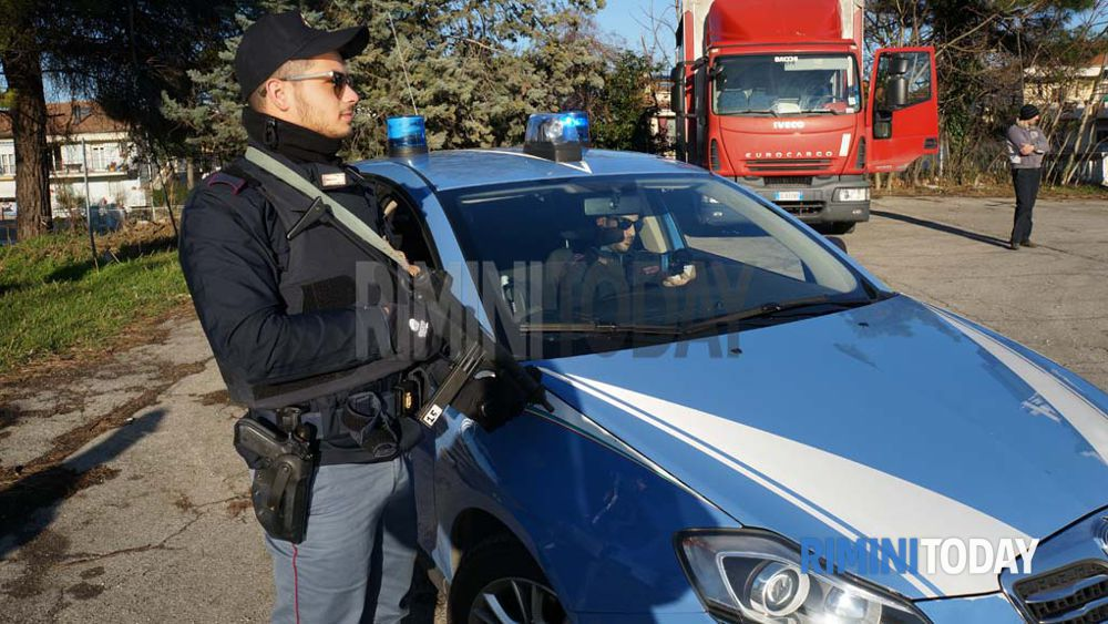 Pattuglione della polizia di stato 6 arresti e 31 for Polizia di stato permesso di soggiorno