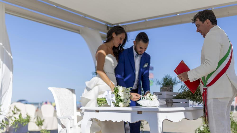 Matrimonio Spiaggia Palermo : Matrimoni con rito civile in crescita exploit a settembre con 22