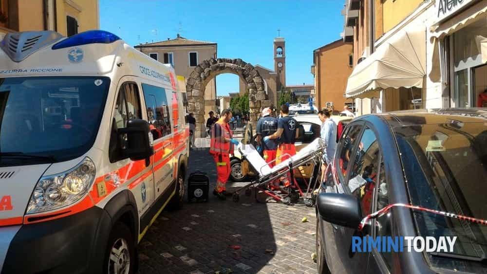 Auto impazzita piomba sulla folla in centro sfiorata la - Pinelli una finestra sulla strage ...